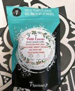 Petit Cocon est un thé vert biologique à la saveur amande-vanille.